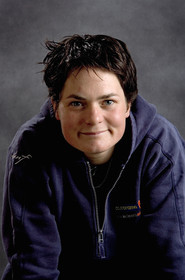 Ellen MacArthur Solo round the world record , finish(FRA)