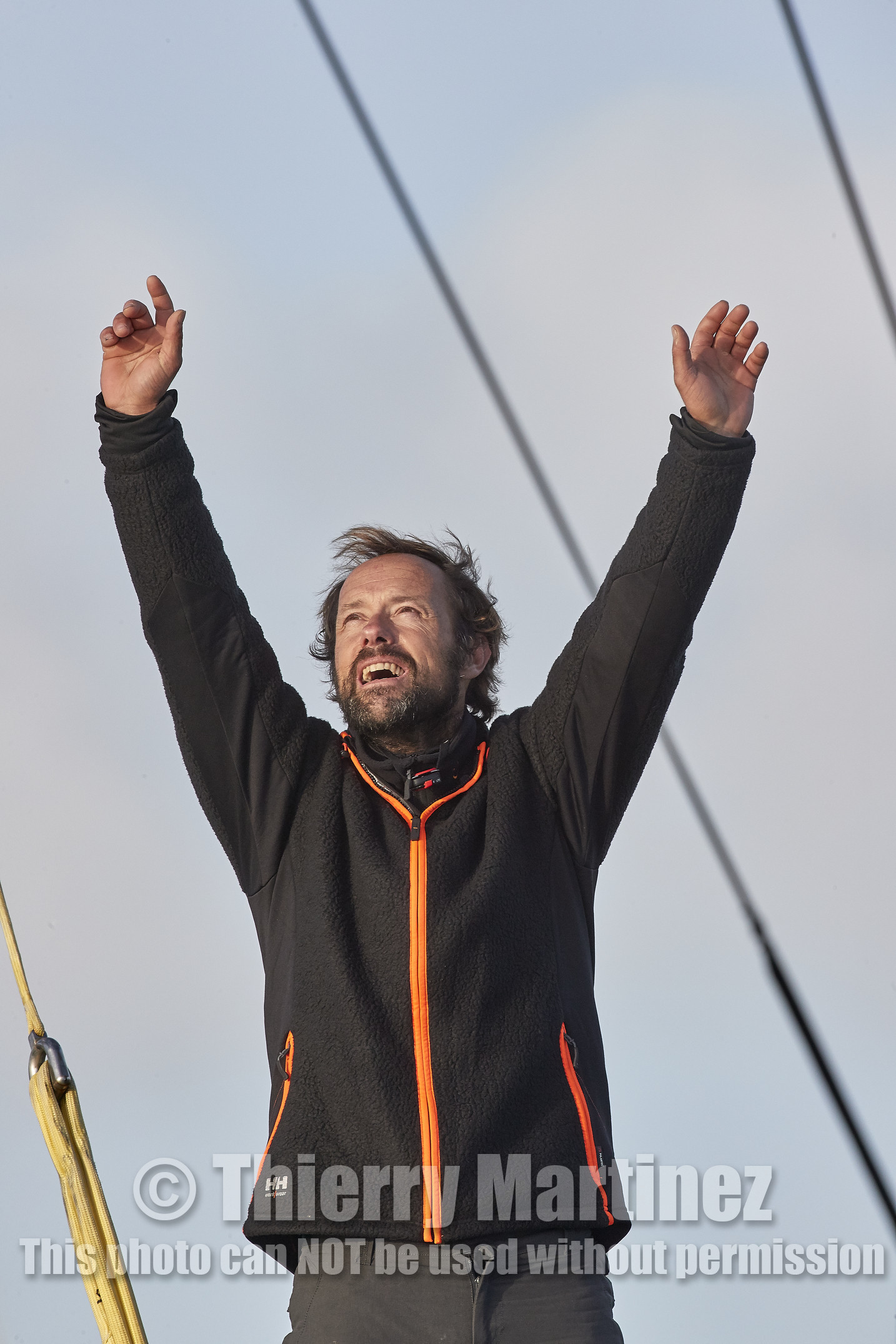 Single-handed sailing round the world record .