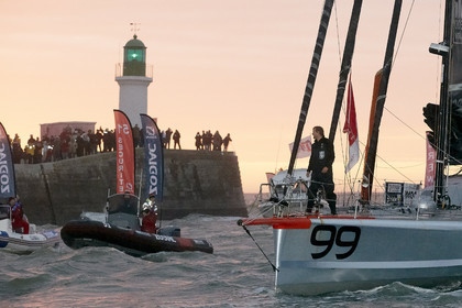 13_01559  2012 13 VENDEE GLOBE. Arrival in Les sables d'Olonne (